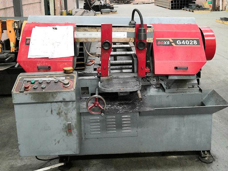 Belt sawing machine